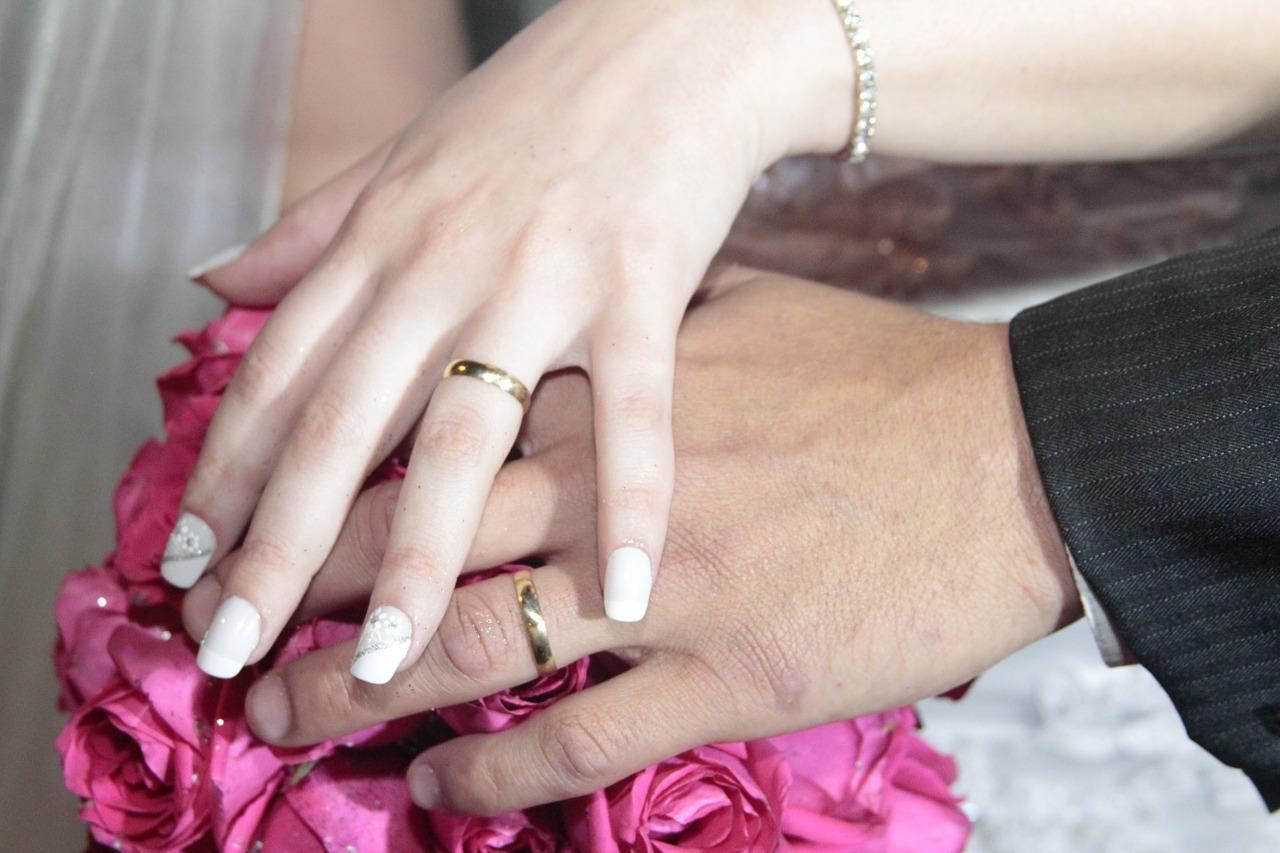 6d898097d73 Por que se usa aliança no dedo anelar  - Blog Pedrasriscas